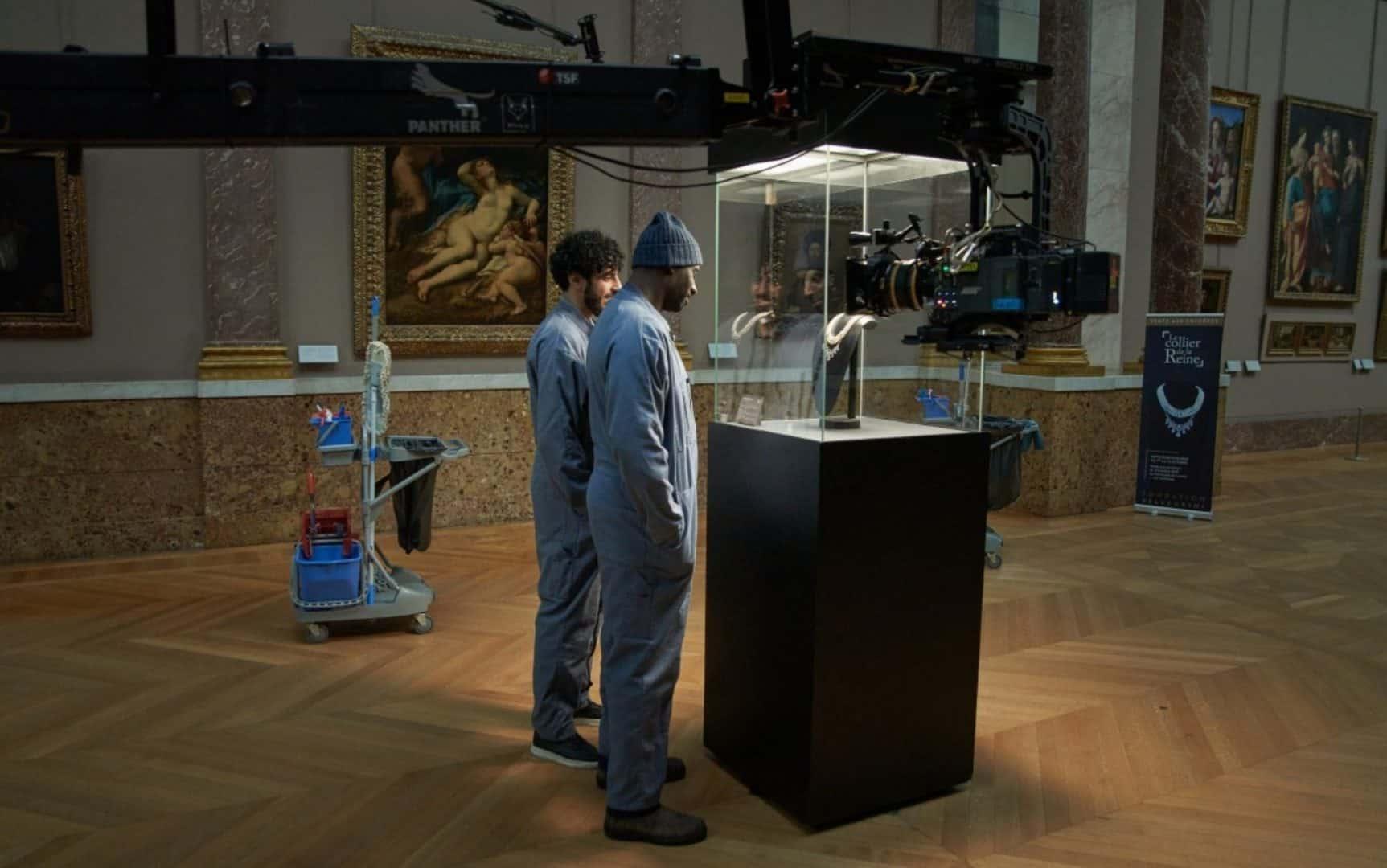 Dietro le quinte di una scena al Louvre con Omar Sy
