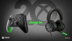 Venti anni di Xbox, controller e cuffie a tema per festeggiare